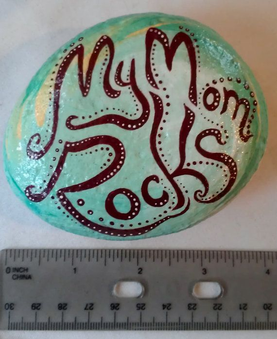 Hand Painted Message Stone Quot My Mom Rocks Quot Rock Crafts