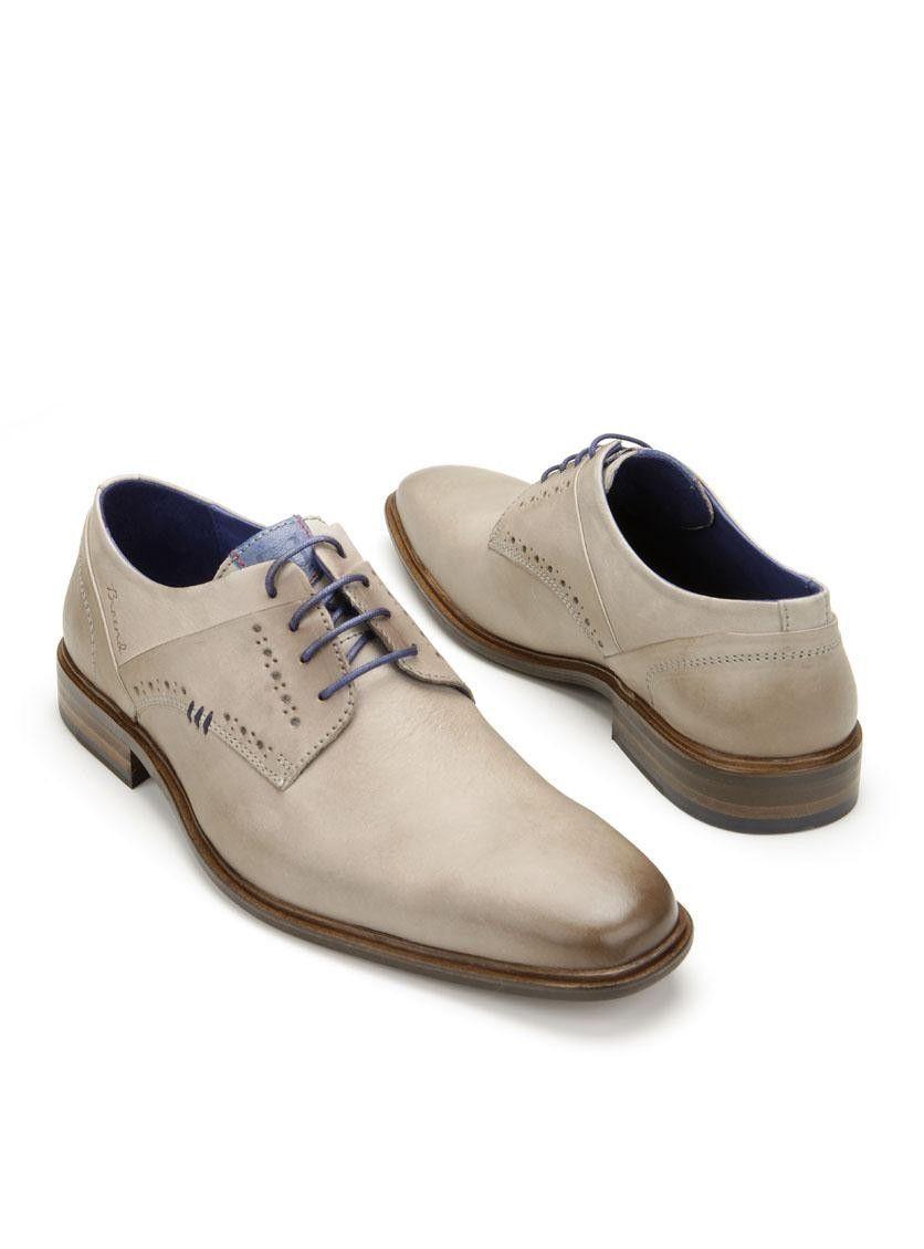 421a937c646 Deze Braend veterschoenen zijn gemaakt van leer en hebben een rubberen  zool. Deze schoenen zijn afgewerkt met donkerblauwe details en hebben  blauwe veters.