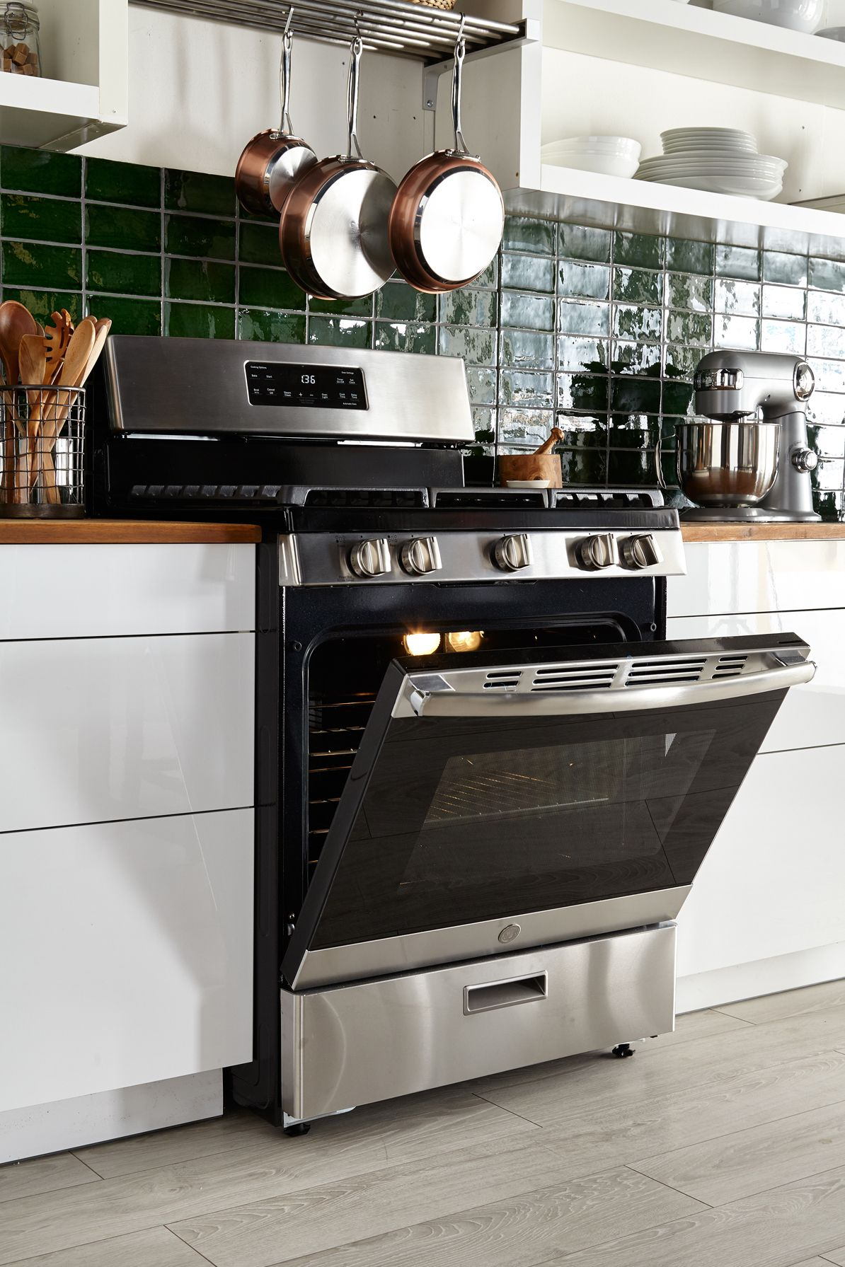 Ge freestanding steamclean gas range with images