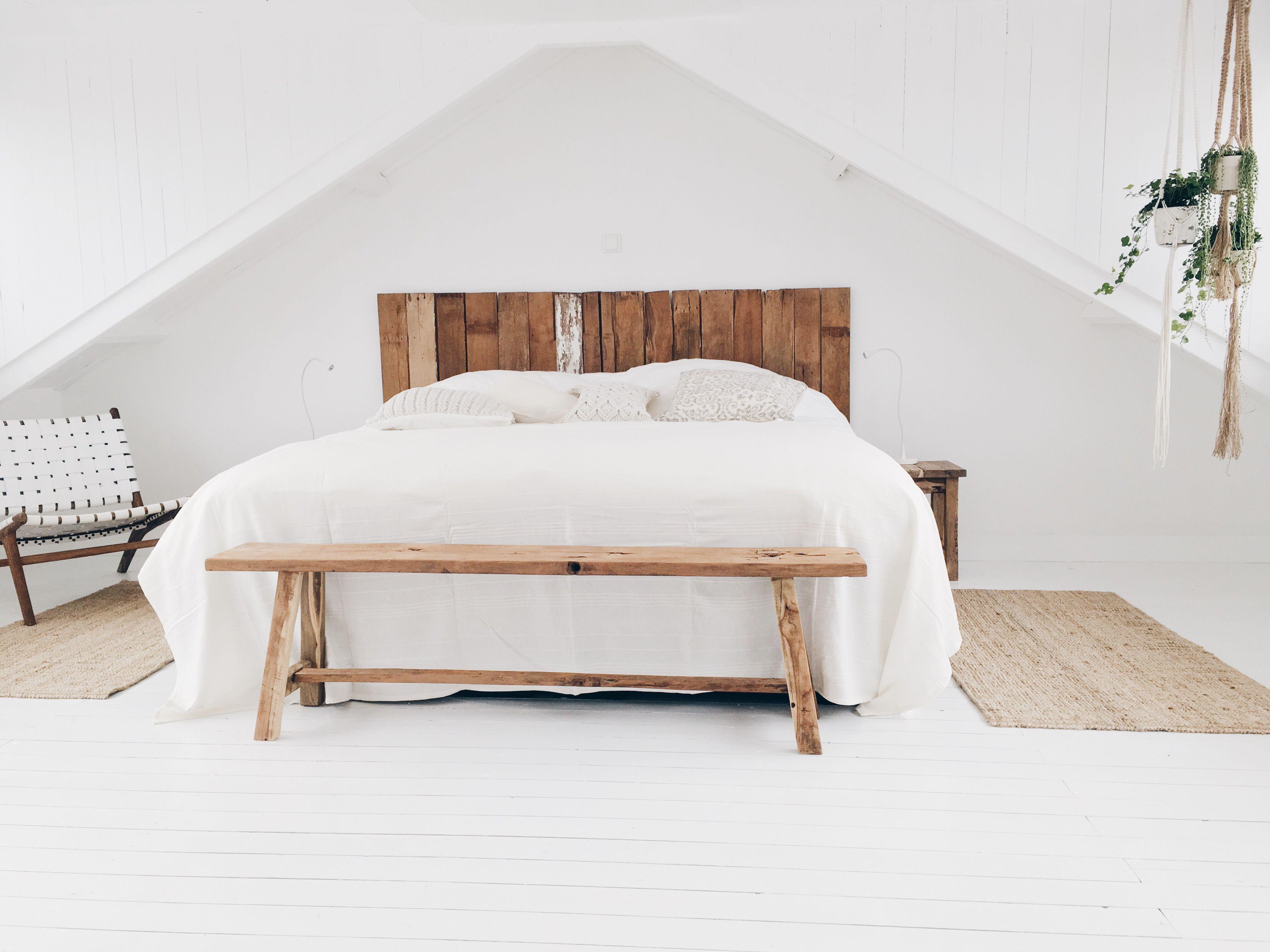 Houten Bankje Slaapkamer : Slaapkamer huurhuis noordwijk met het oud houten bankje krukje
