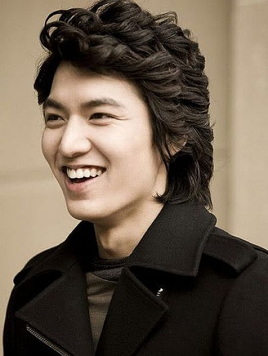 Cool Curly Style For Korean Hairstyle For Men Design | Mens hairstyles, Korean men hairstyle ...