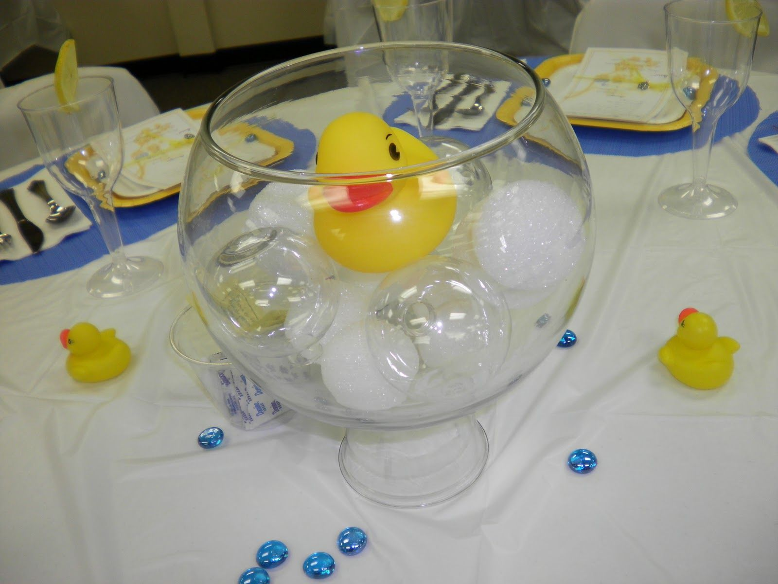 Baby Shower Table Decorations | Party Smarty!: Gender Neutral Baby Shower. Rubber  Ducky ...