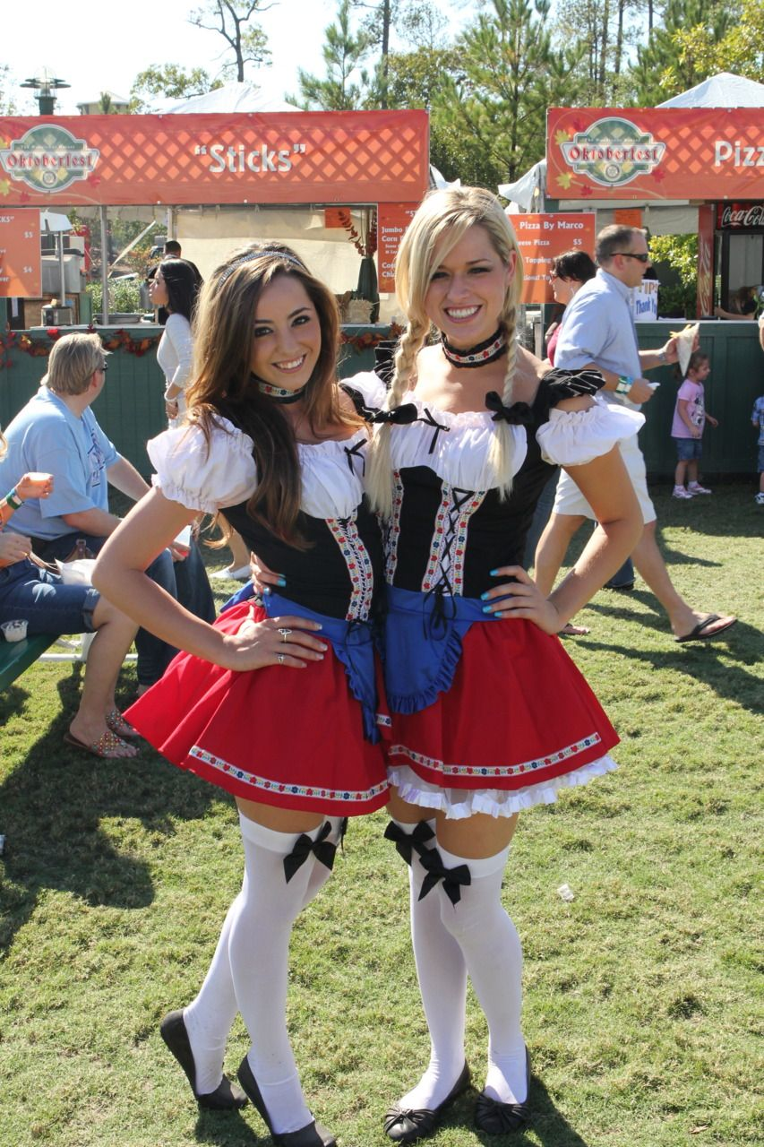 Beer Frauen at Oktoberfesten