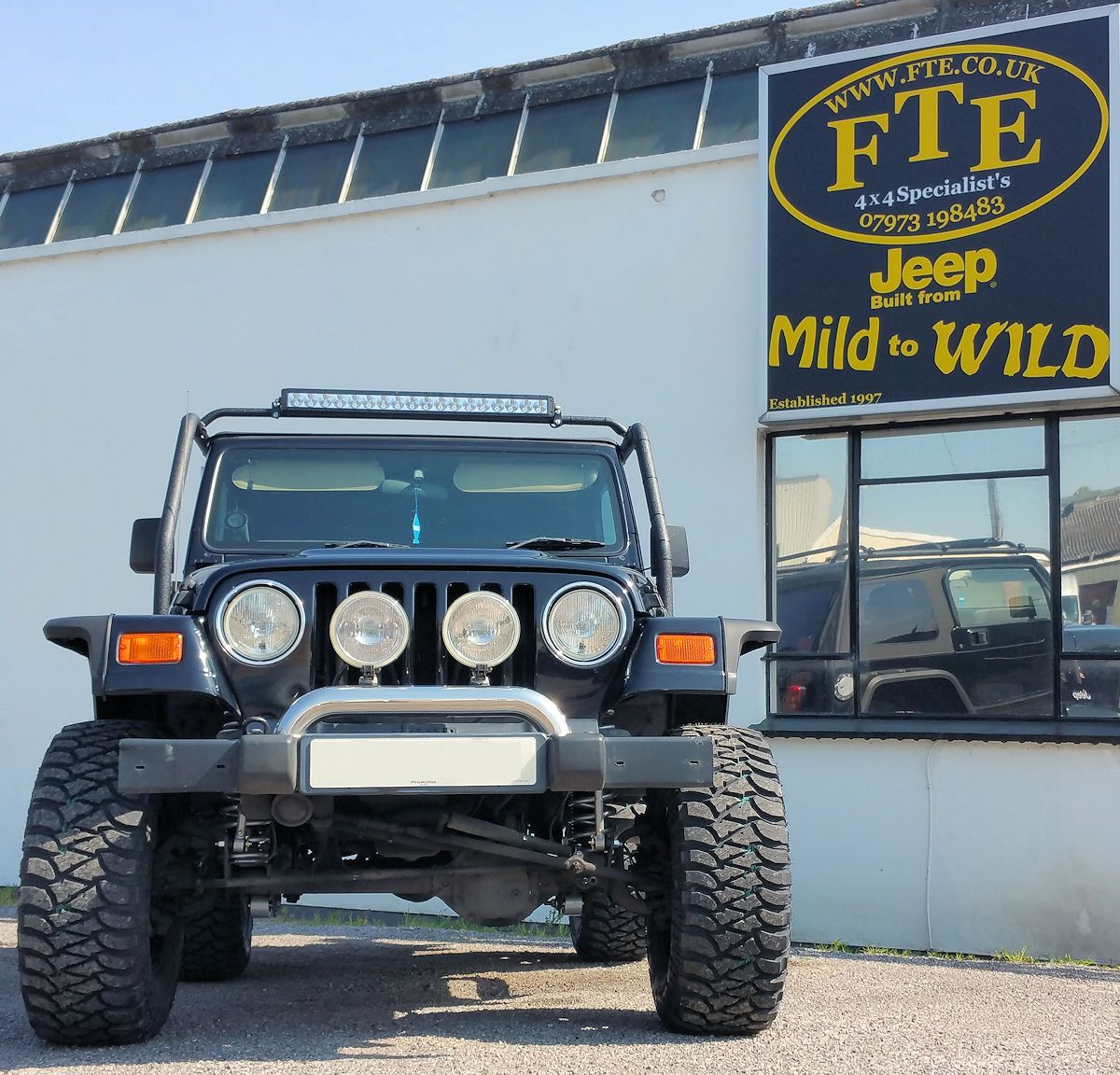 Jame S Wrangler Tj Has Been Fitted With A Rubicon Express 3 5 Superflex Lift Rugged Ridge Hurricane Flares Smittybilt Roof Rack Sitting On A Set Of Mickey T