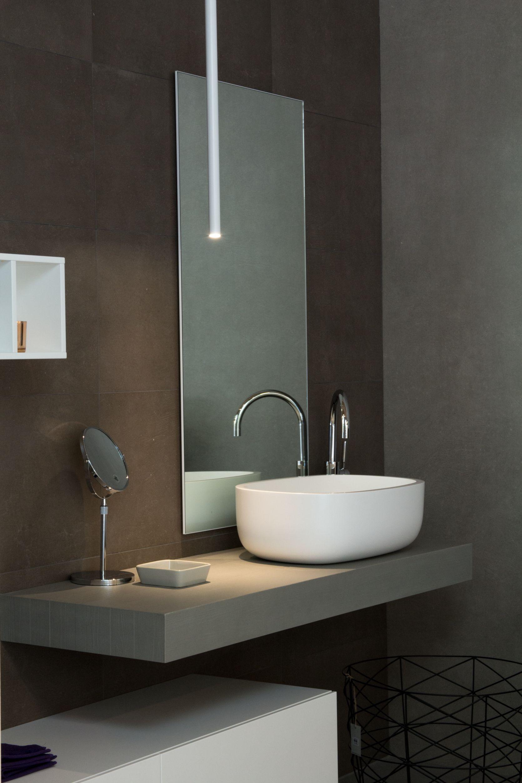 Die Idee Fur Die Badezimmer Gestaltung Mit Fliesen Eine Individuelle Waschtisch Platte Fur Ein Edles Aufsatzwaschbecken Badezimmer Waschtisch Gaste Wc Modern