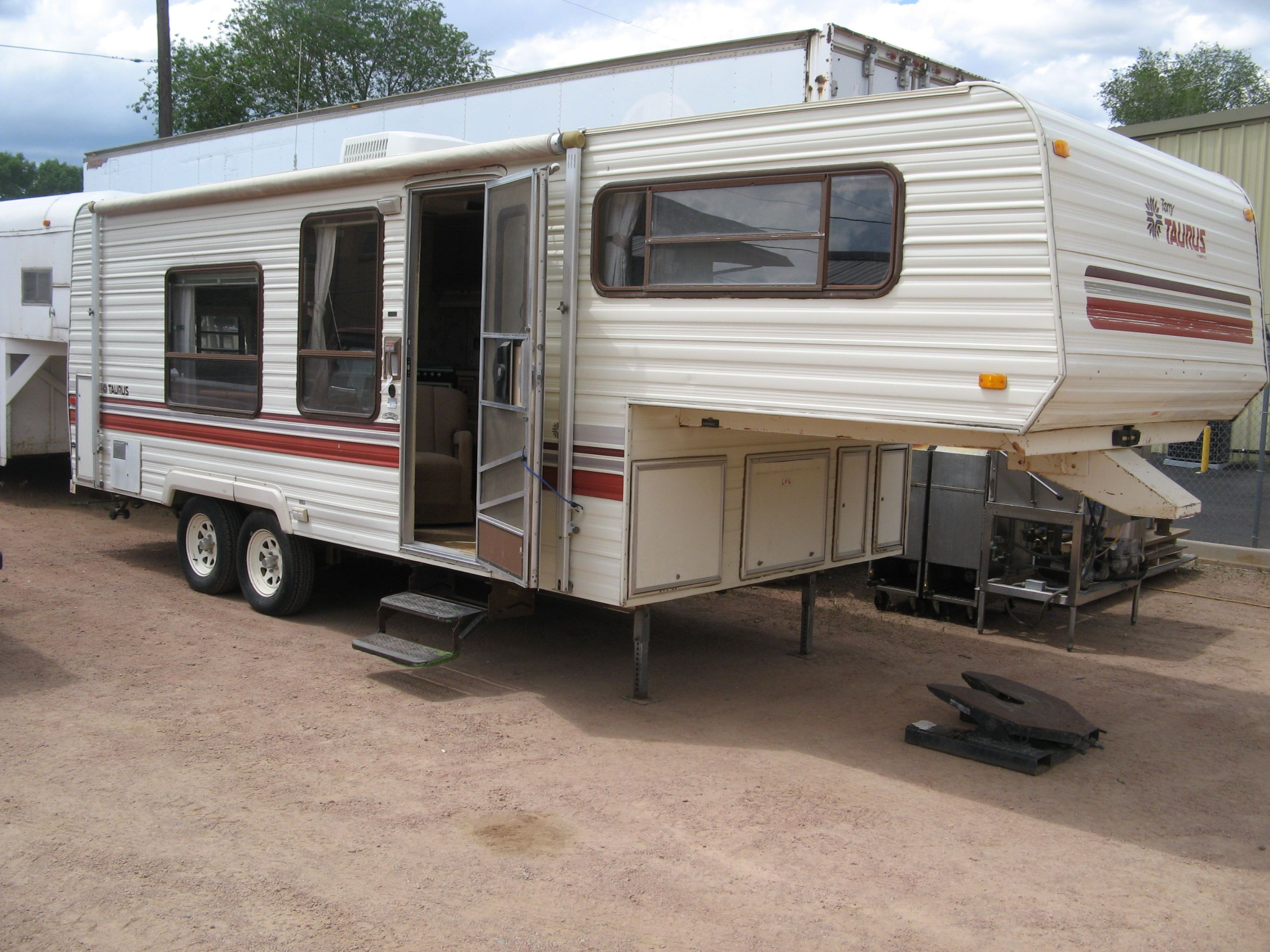 1987 Fleetwood Taurus Fifth Wheel Camper