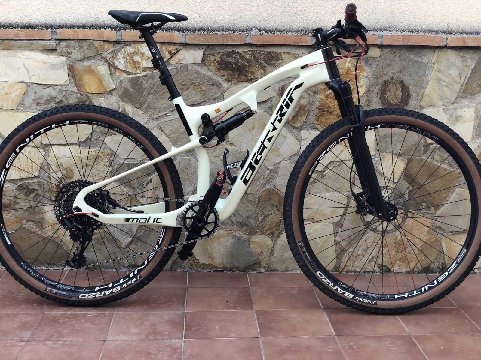 Bicicleta De Montaña Berria Mako Ref 45672 Talla M Año 2019 Cambio Sram Gx Eagle Cuadro De Carbono Suspe Bicicleta De Descenso Bicicletas Bicicletas Mtb