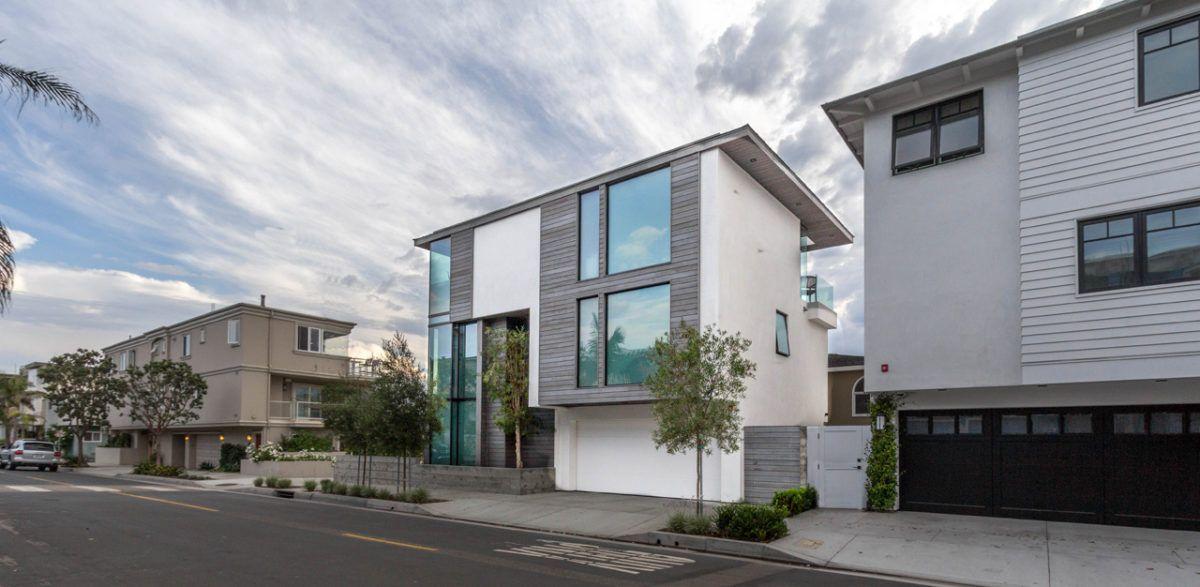 Wonderful Manhattan Beach Residence With IRUKA Shou Sugi Ban Exterior Siding