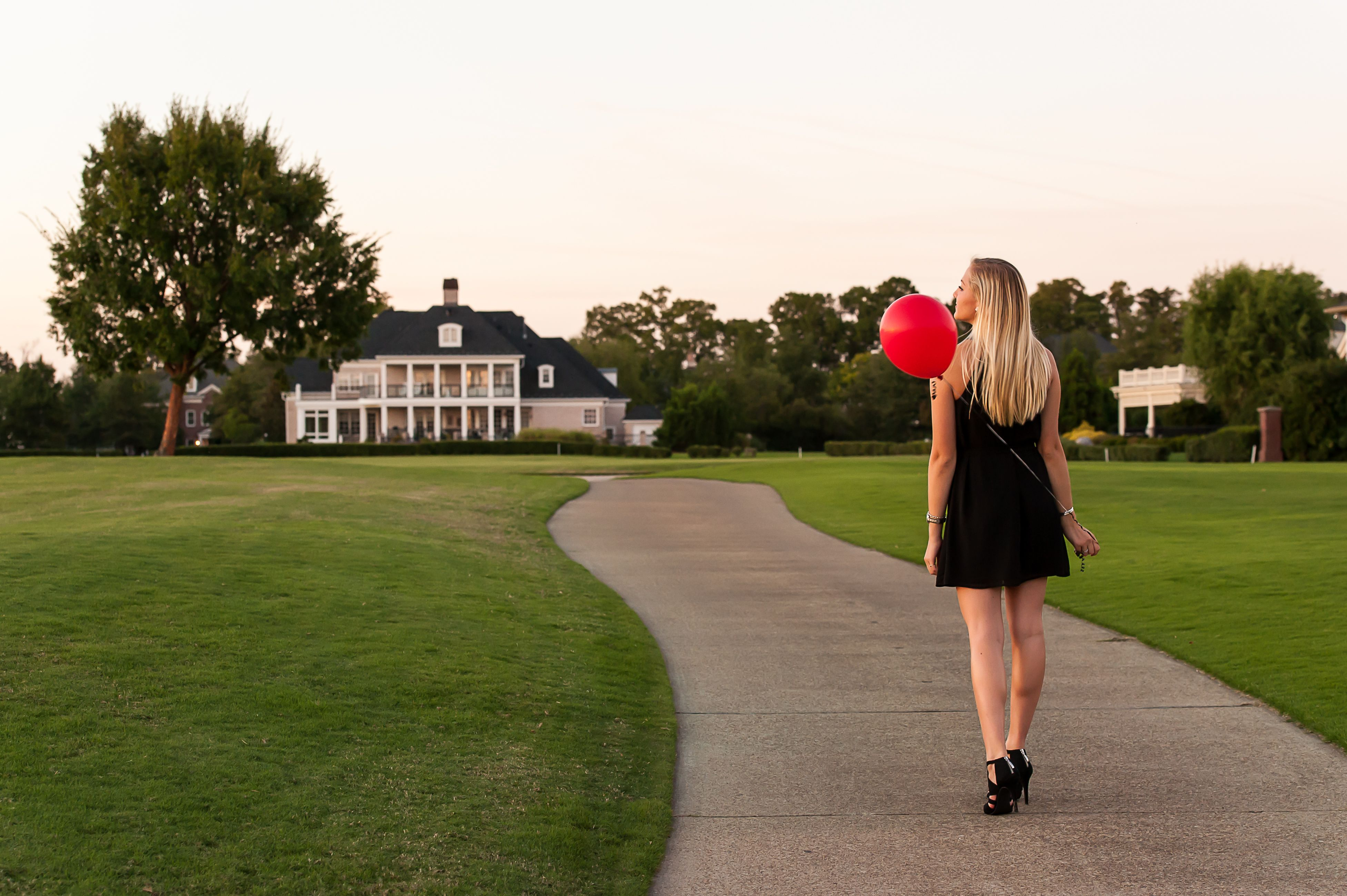 Such a bright future for this 2016 Senior! #seniorphotography #photography #senior #lifestylesession #governorsland #tworiverscountryclub #williamsburg #virginia #barbspencervisualartist #barbspencerphotography