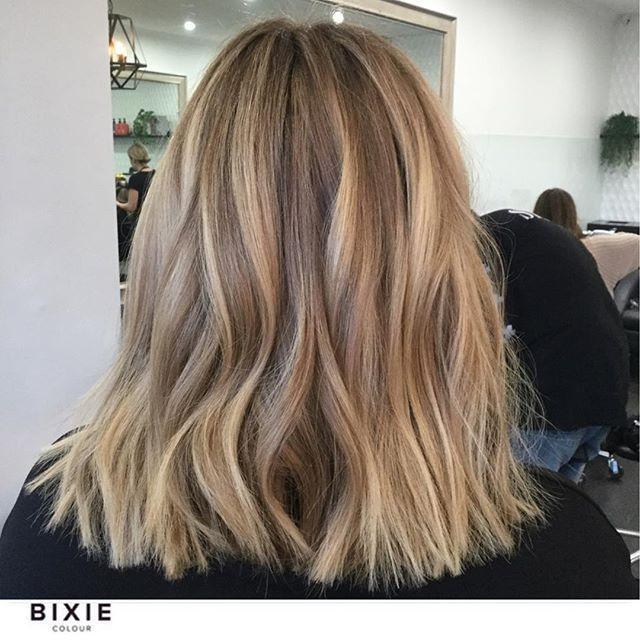 """Photo of Bixie Color Frisørsalong på Instagram: """"Honning og beige toner med en skvett kremet. Ingen blekemiddel brukt her, bare jobbe med den eksisterende balayage og lette opp med folier … """""""