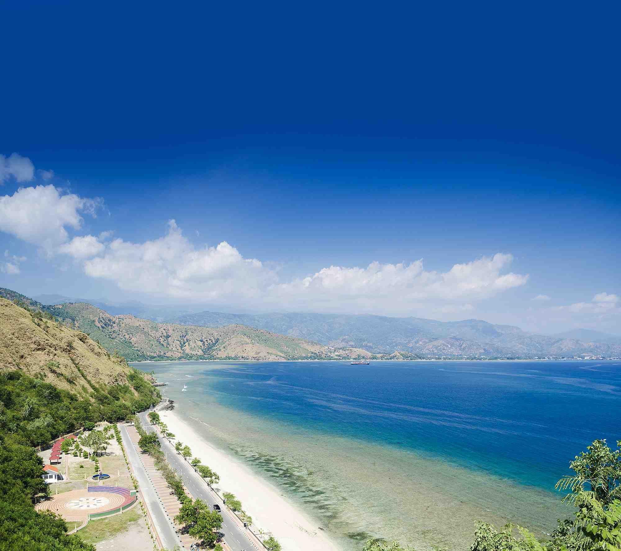 Best Places To Visit In Goa Lonely Planet: East Timor - Praia Da Areia Branca E Dili Ao Fundo