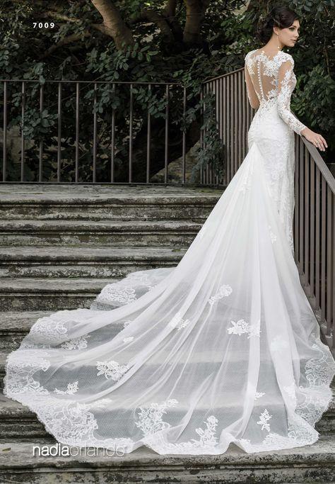 9ff5d9f8cb53 Abito da sposa sartoriale modello 7009 della collezione Nadia Orlando  prodotto dall atelier Creazioni Elena