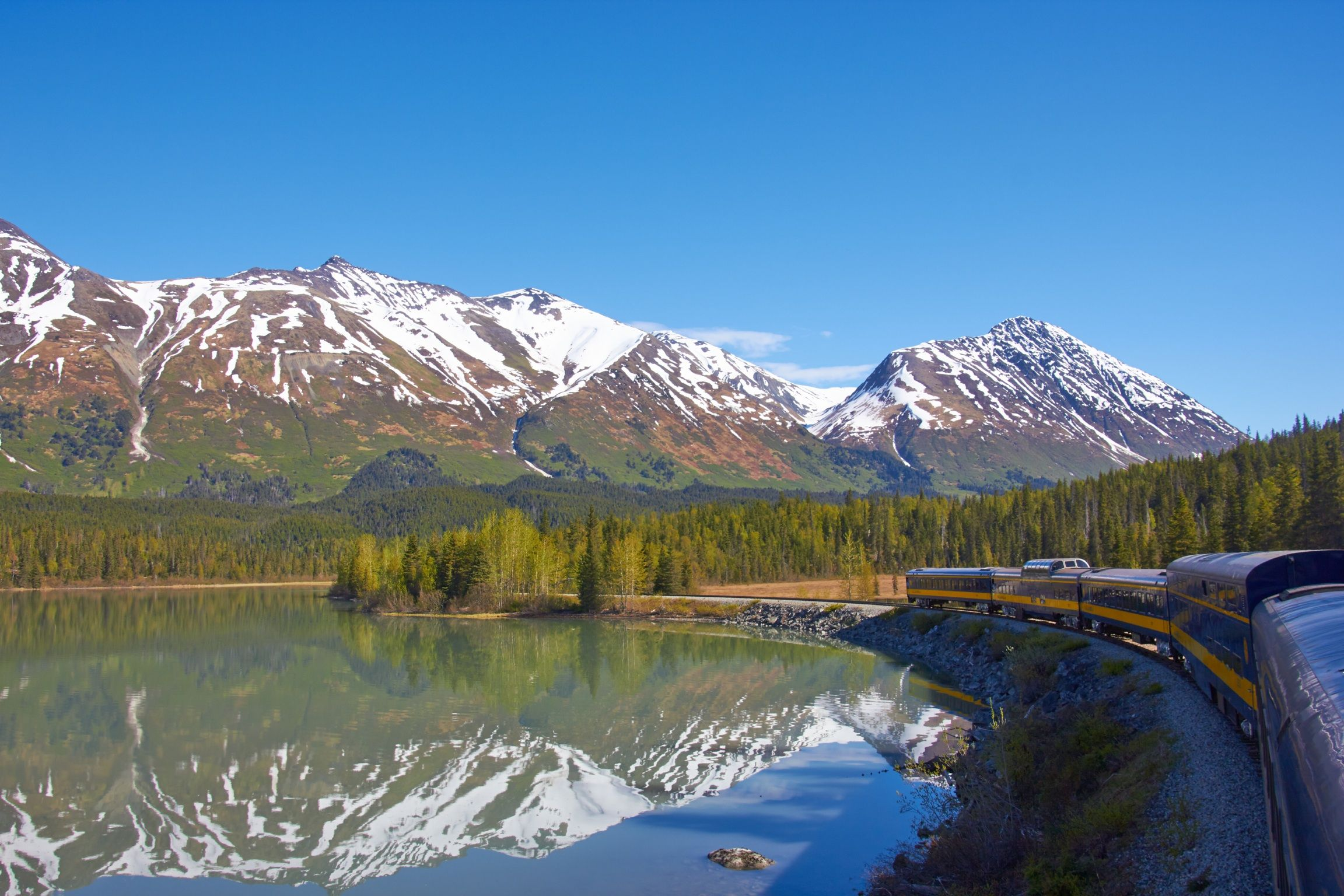 In the Way from Anchorage to Seward with Alaska Railroad.