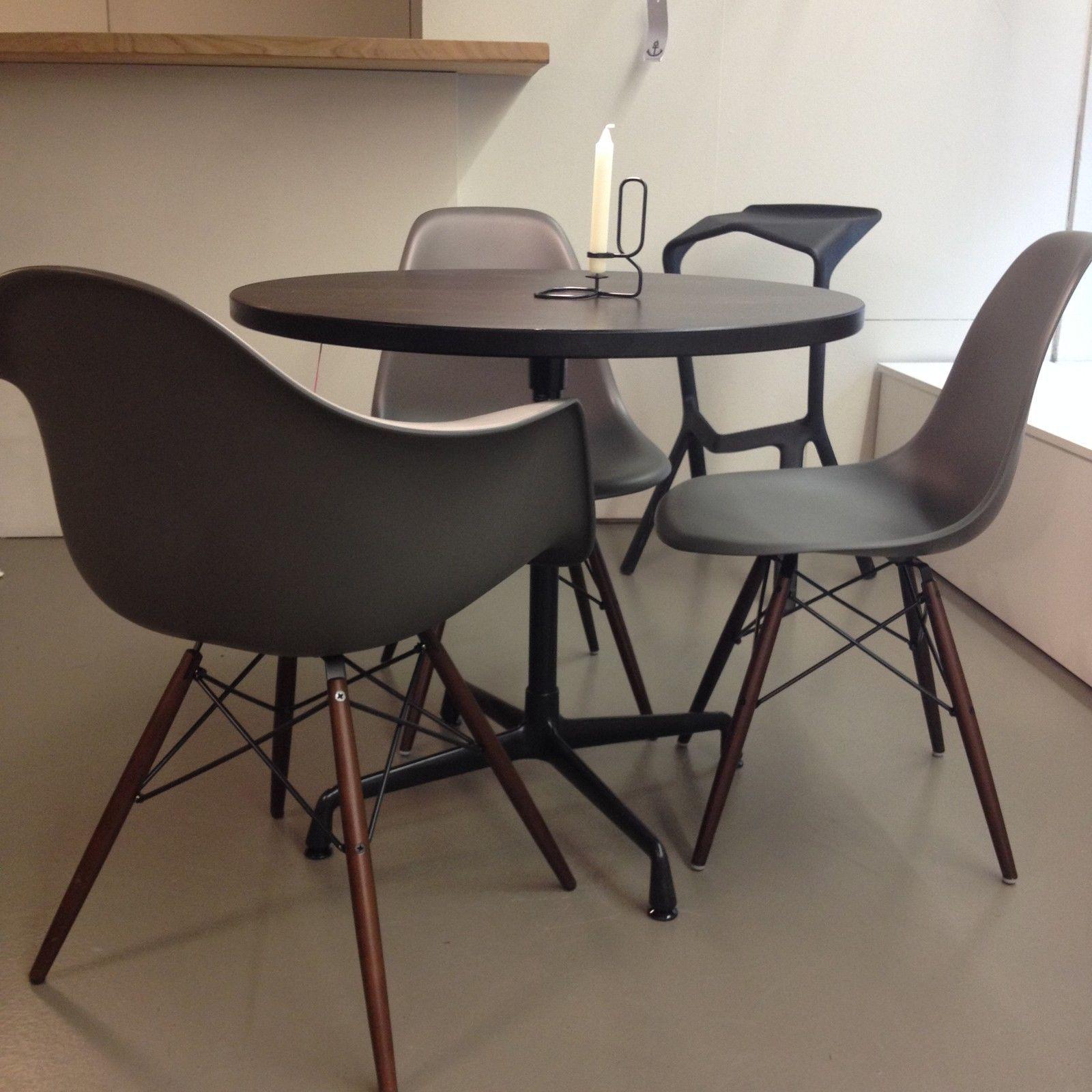Vitra, Stuhl DAW Basalt Eames Plastic Armchair, EPC, Ahorn Dunkel  Aussteller In Möbel