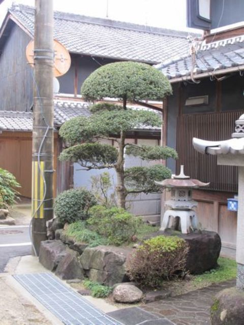 Japanese Garden Decorating Ideas small japanese gardens hillside landscaping ideas on small budget small japanese garden interior decor home 18 Relaxing Japanese Inspired Front Yard Dcor Ideas Digsdigs