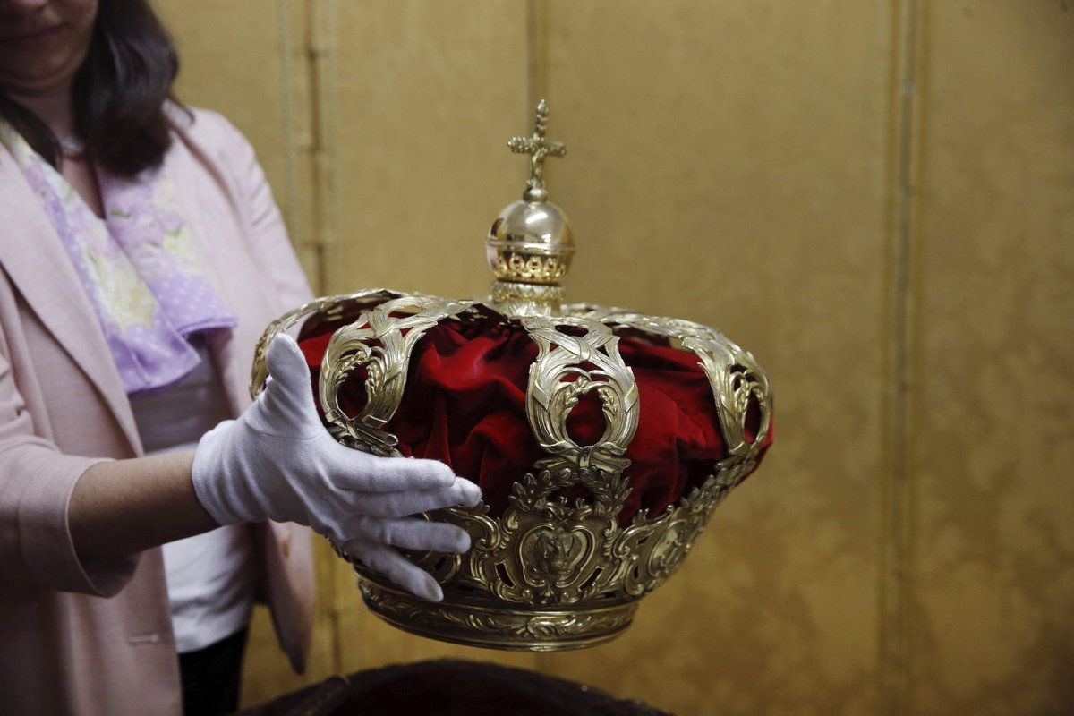 Así son la corona y el cetro que presidirán la proclamación de Felipe VI / ElHuffPost | #royalerio