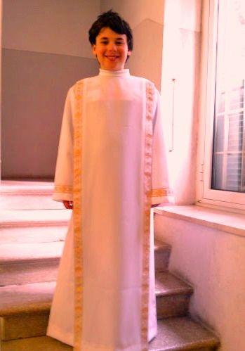 PARAMENTI SACRI :: www.vitamonasticapassionista.com Vestito per prima comunione ; E. 55.00