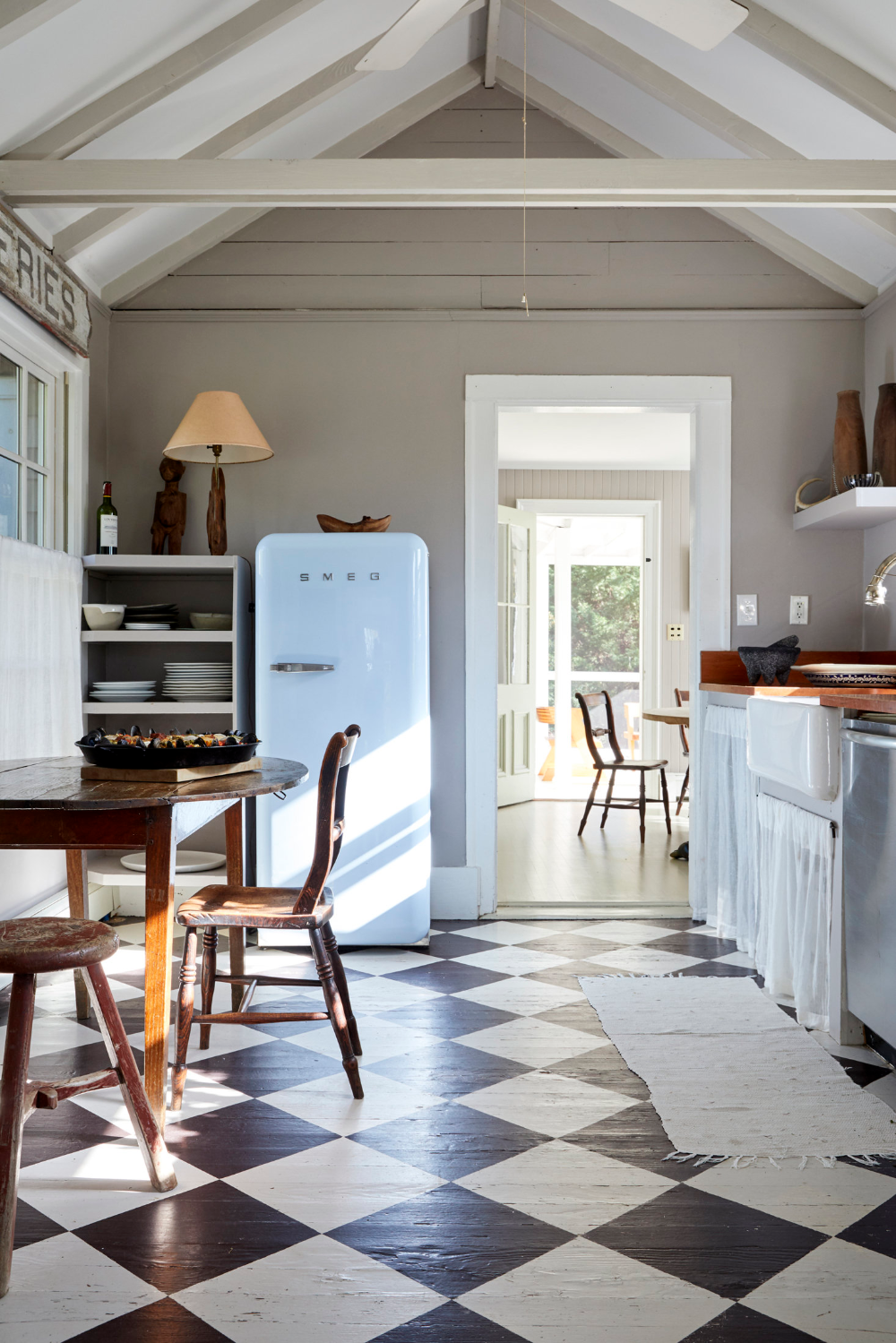Steal This Look An Antique Dealer's DIY Kitchen, Painted ...