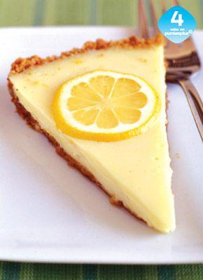 Tarta Cremosa de Limón Es tan rica y suave, nunca adivinarás que esta tarta es ligera. Haz dos, sirve una y congela la otra hasta por dos semanas.