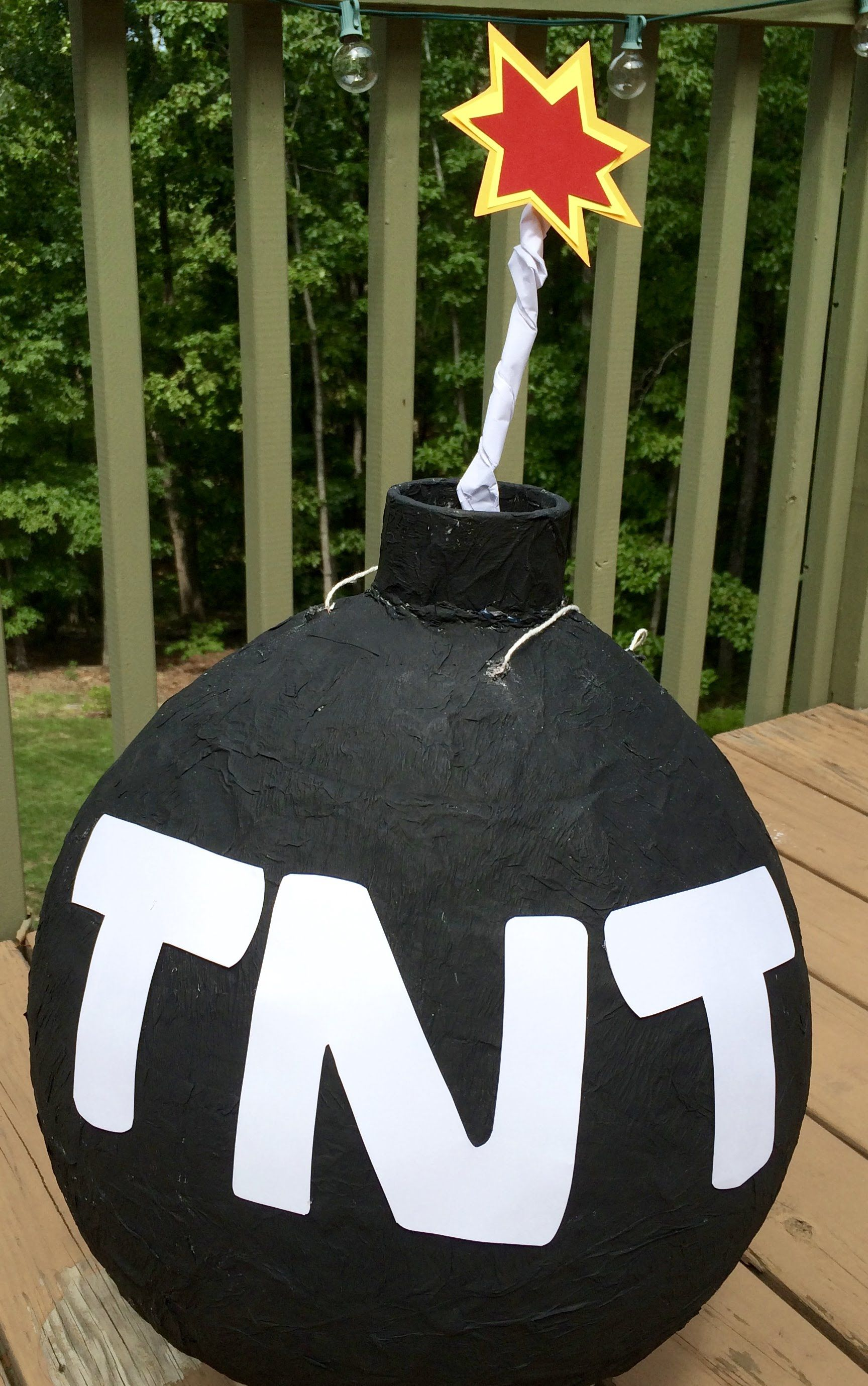 Partyspiele Zur Jugendweihe Diy How To Make A Tnt Bomb Pinata Fete De La Fete Pinterest