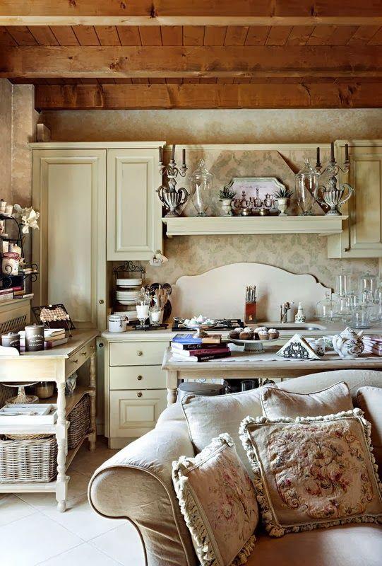 BOISERIE & C.: Piccola Cucina aperta sul Soggiorno | Living Room in ...
