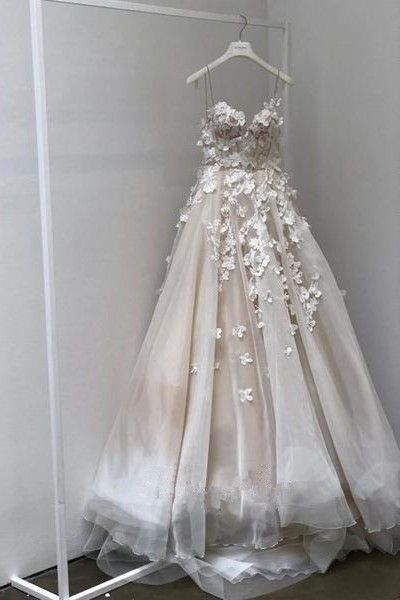 Stunning Ball Gown Sweetheart Spaghetti Straps Champagne Wedding Dress Bridal Go…