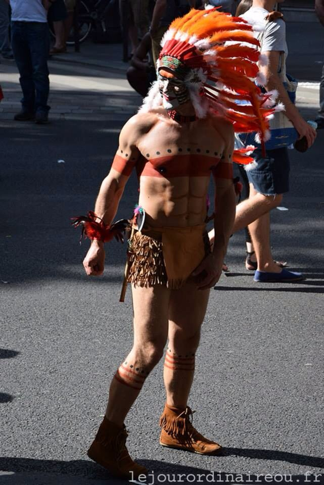 Les plus belles femmes, hommes, LGTB, enfants et messages du cortège de la Gay Pride 2015 sont sur mon blog : http://lejourordinaireou.fr/2015/07/04/gay-pride-2015/