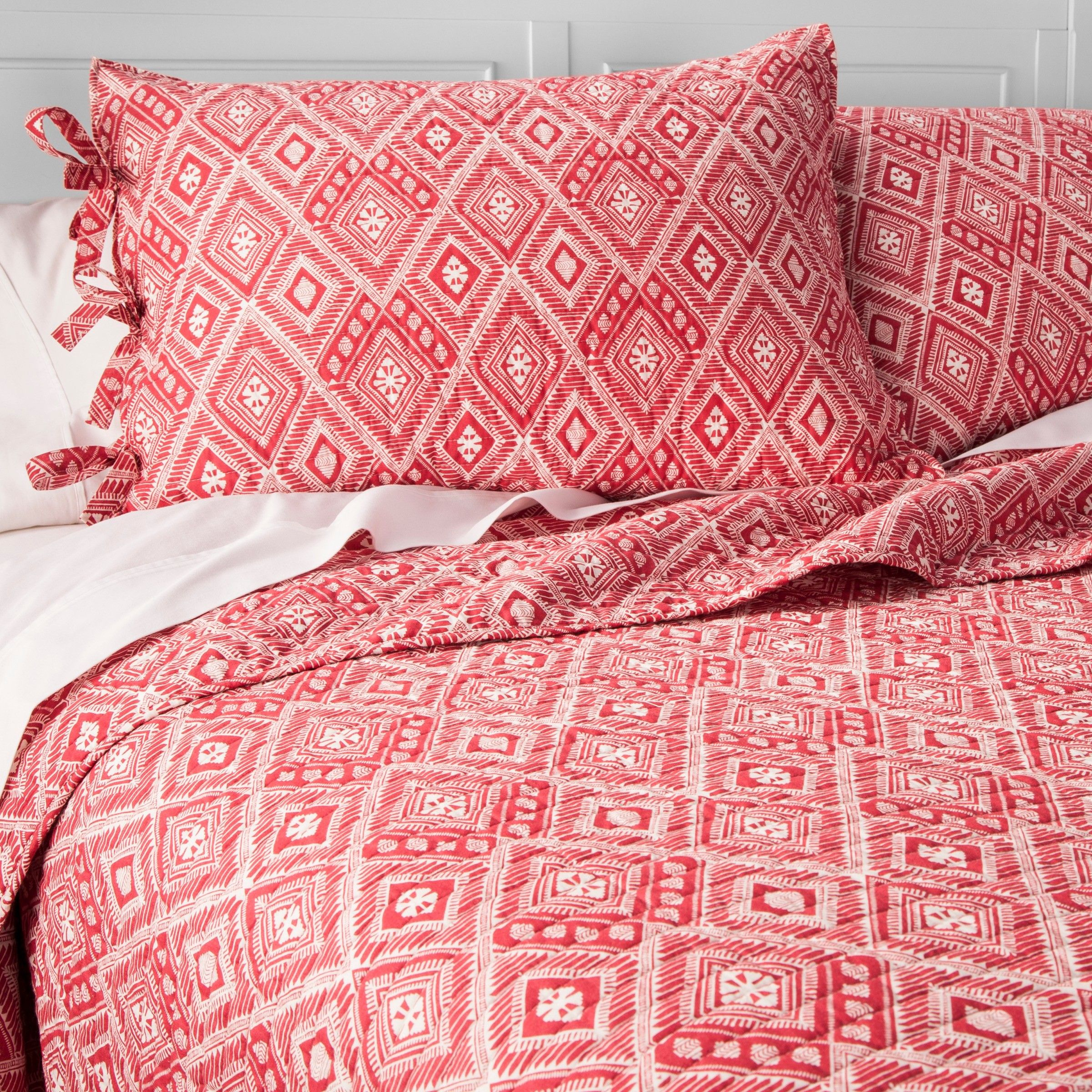 The Mudhut Moroq Quilt & Sham Set is inspired by traditional North African textiles. This quilt set comes with a full/queen quilt and two matching pillow shams. The two-tone color palette makes this lively print fit in with various pieces, and this 100% cotton bedding set feels fantastic against the skin.