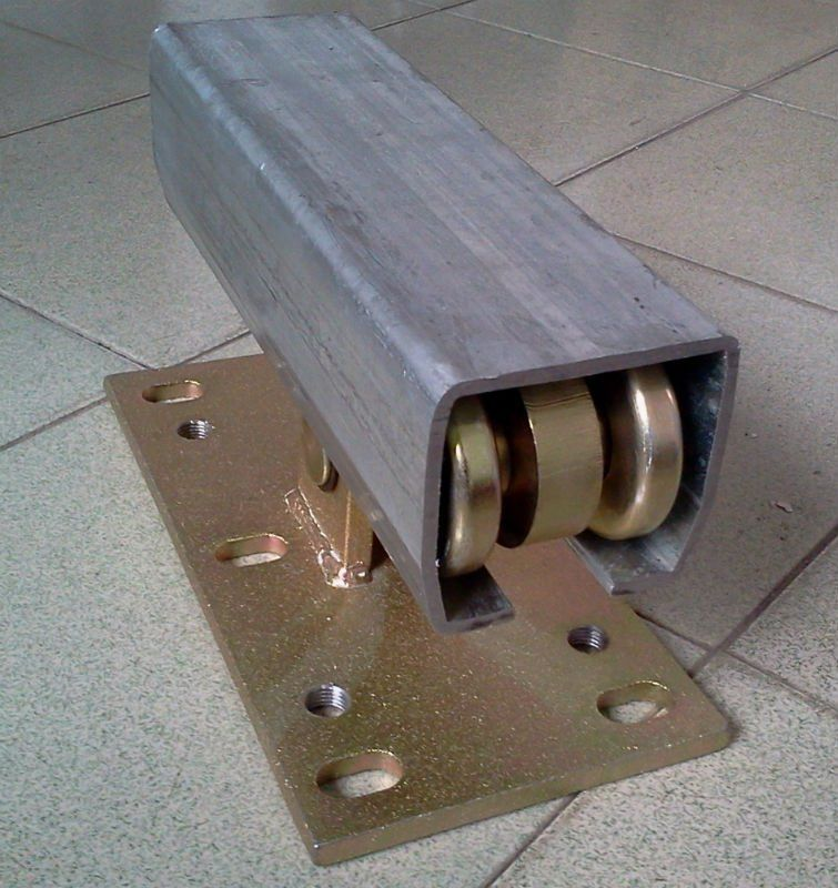 Gate channel for cantilever roller and sliding