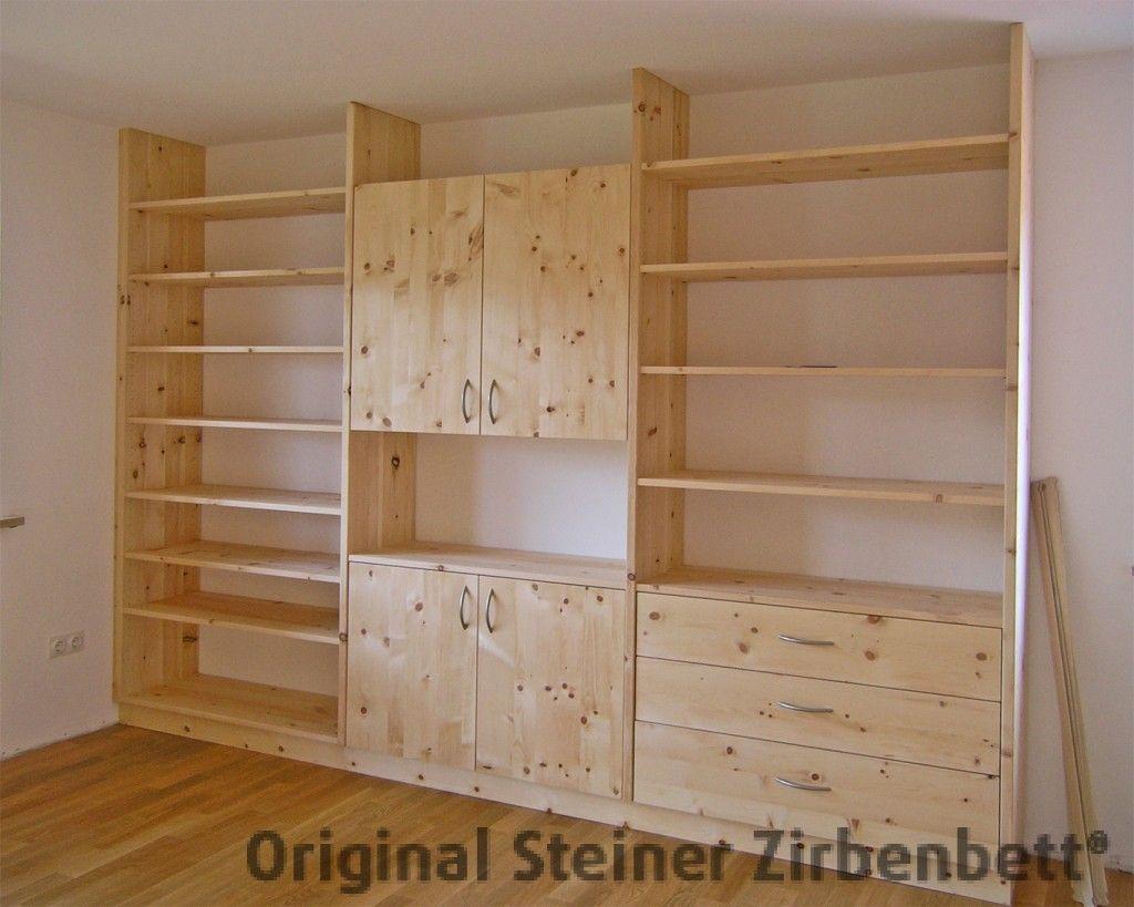 Zirbenholz-Schrankwand aus Massivholz, offene Regale