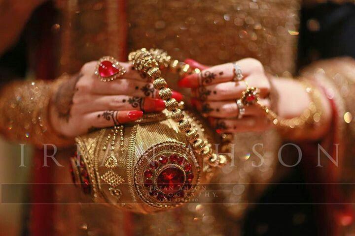 5aebf98f9030f9 Gorgeous bridal clutch | Pakistani Weddings & Traditions | Bridal ...