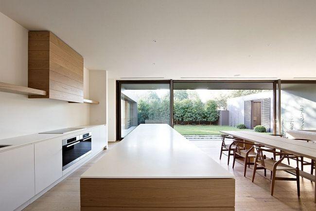 Maison minimaliste à façade grise