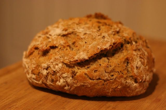 how to make sourdough bread that rises naturally without commercial yeast - from http://colormegreenanew.blogspot.com