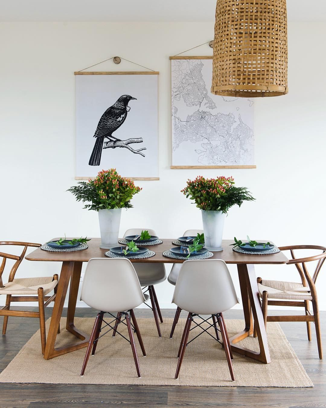 This little dining room set up is so cute! Inspo: @sistersof4corners ...