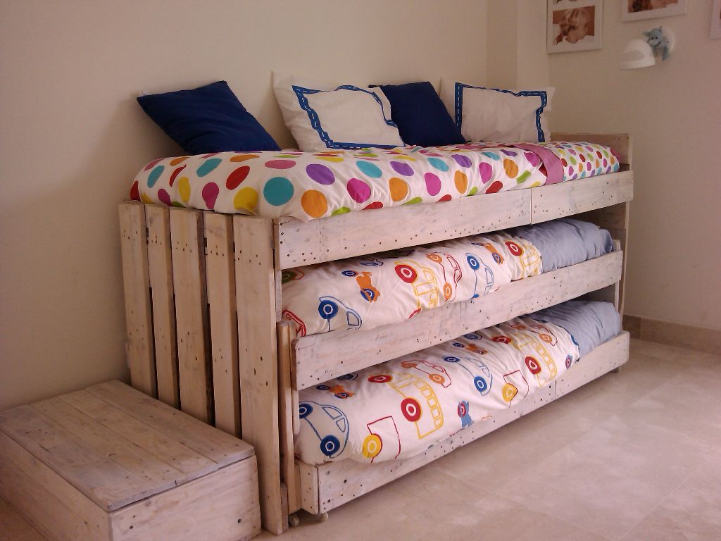 CAMA TRIPLE | Dormitorios | Pinterest | Dormitorio, Palets y Ideas ...