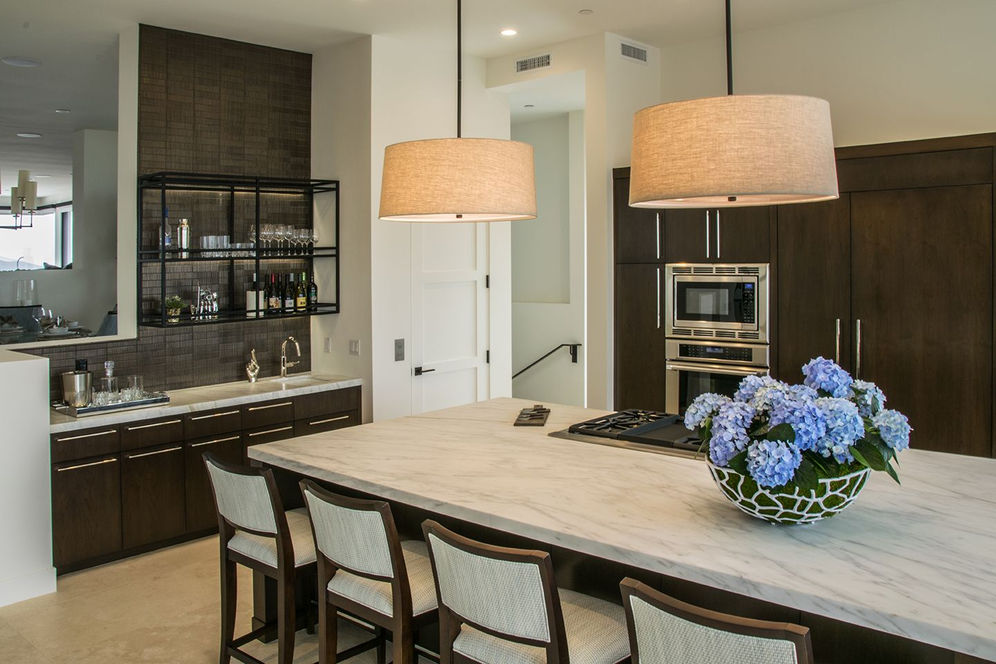 This Is A Gorgeous Kitchen From One Of Our Projects In Corona Del Mar California Check Out This Kitchen Cabinets Gorgeous Kitchens Kitchen Design Home Decor