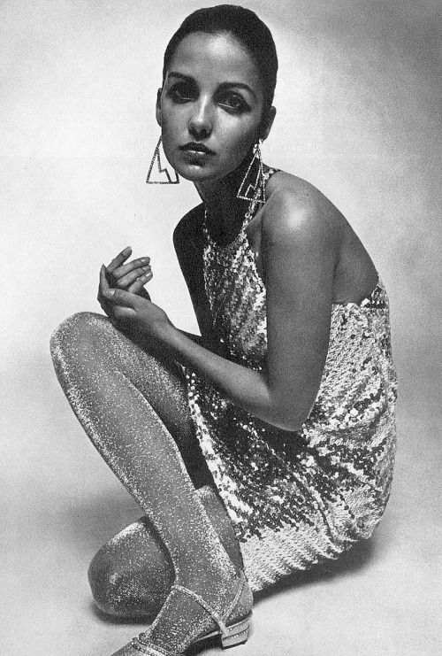 The60sbazaar donna mitchell modelling metallic fashion 1960 the sixties pinterest - Damenmode 60er ...