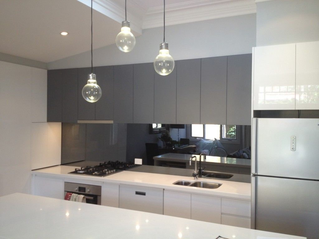 20 Beautiful Kitchens Incorporating Mirrors #kitchensplashbacks
