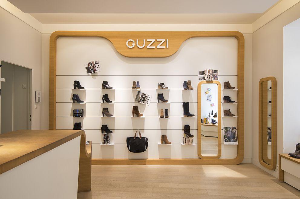 Voici L Agencement Du Magasin De Chaussures Guzzi De Nantes Centre Ville Rue D Orleans Nouveautes P Pharmacie Design Interieur De Magasin Magasin Chaussure