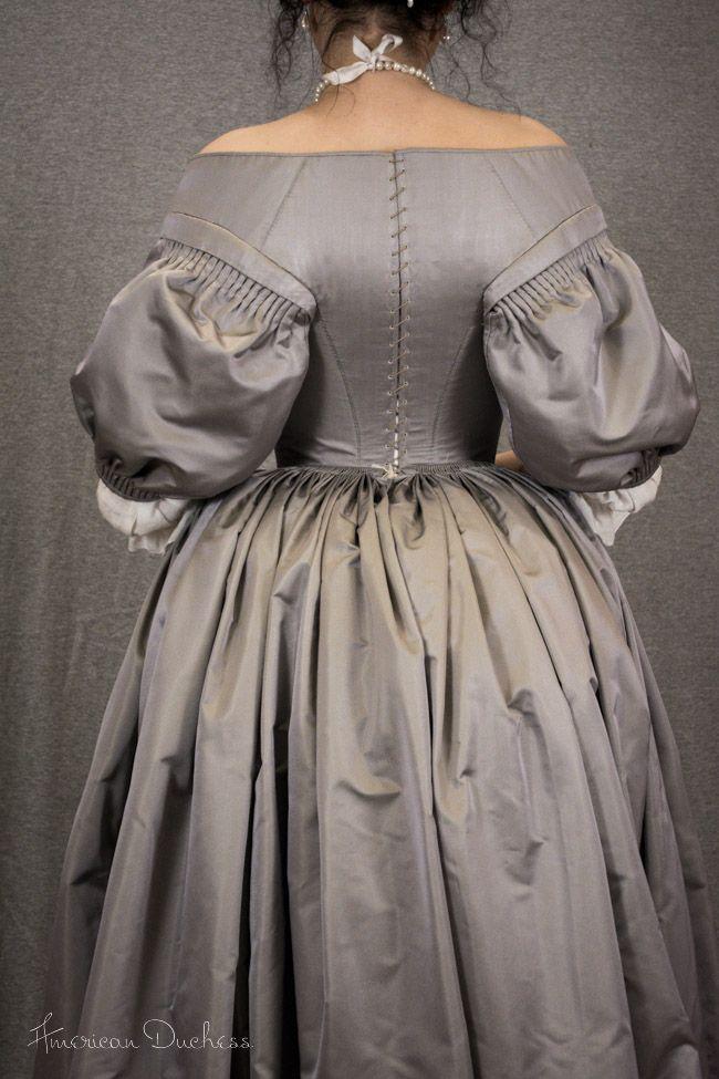 Baroque gown back closure (American Duchess)   Barokní šaty ... e40b776e22df