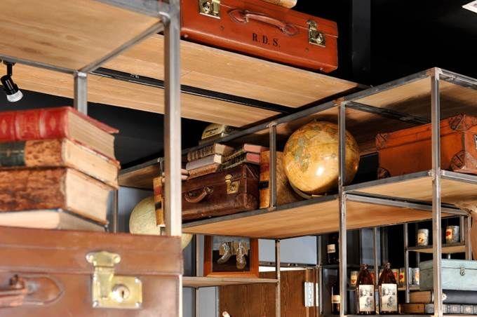 """Restaurante ALGO ASÍ (Plaza de la Moraleja. Madrid). """"Algo Así"""" es un restaurante con encanto en el que los detalles vintage crean una atmósfera especial: maletas de cuero, globos terráqueos, libros antiguos... Destaca también nuestro suelo de ajedrez, en blanco y negro, en contraste con la madera. Un espacio luminoso y acogedor, con mucha personalidad. #restaurante #diseño #interiorismo #vintage #gastronomía #moraleja #madrid #store #ideas #inspiration #cute"""