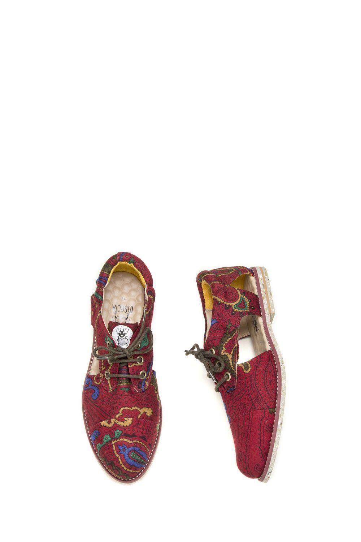 1869a0c57 Sapatos veganos e artesanais, feitos a partir da reutilização de roupas  vintage. Venda online e frete grátis para todo Brasil.