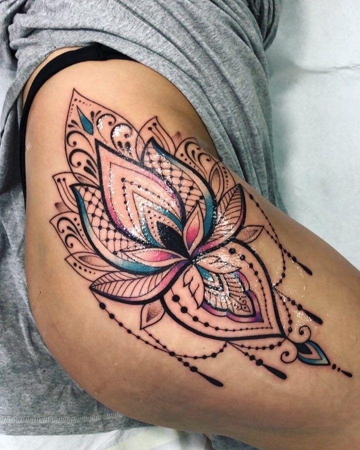 "1,216 Gostos, 43 Comentários - •Angelika Ferrous•Tattoo (@ferrousik) no Instagram: ""Кайфанула💕 Done a… | Lace thigh tattoos, Thigh tattoos women, Hip tattoos women"