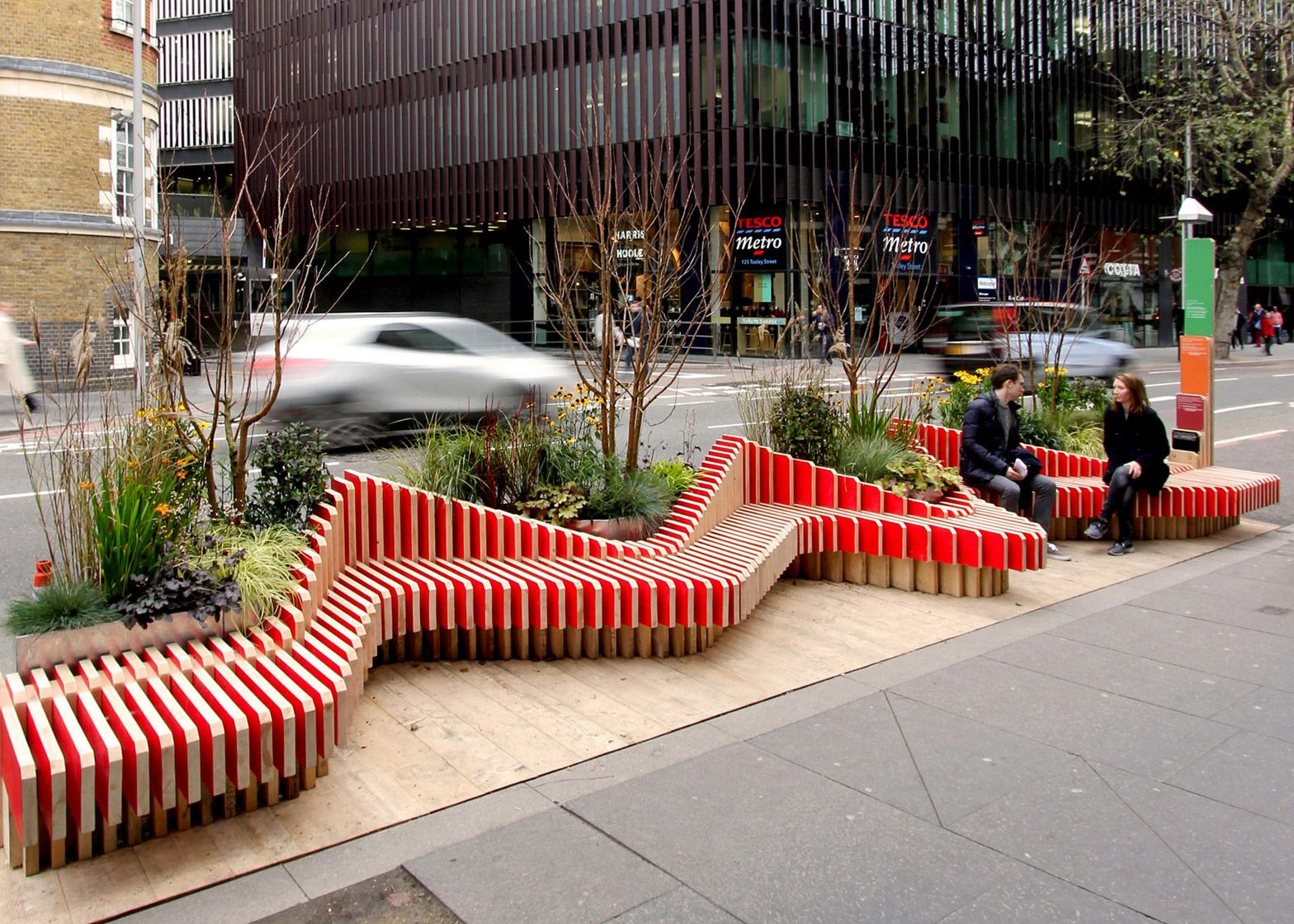 Parklet by WMB Studio adds greenery to London\'s streets | Mobiliario ...