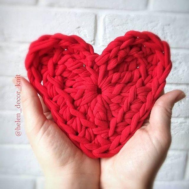 Bom dia! Sejamos todos casa de bons sentimentos onde a má fé não faz morada. Não importa o que aconteça, carregue sempre dentro do peito doses de amor para você e para todos!😘❤️ . . . 👉🏽By @helen_decor_knit . . . . . #maisdedeus #bomdia #ame #crochetlove #lovecrochet #fiodemalha #crochet #crochê #crochetaddict #croché #croshet #crocheteiras #crochelovers #yarnlove #yarn #yarning #knitlove #knit #knitting #trapillo #ganchilloxxl #ganchillo #crocheaddict #totora #penyeip #вязаниекрючком #...