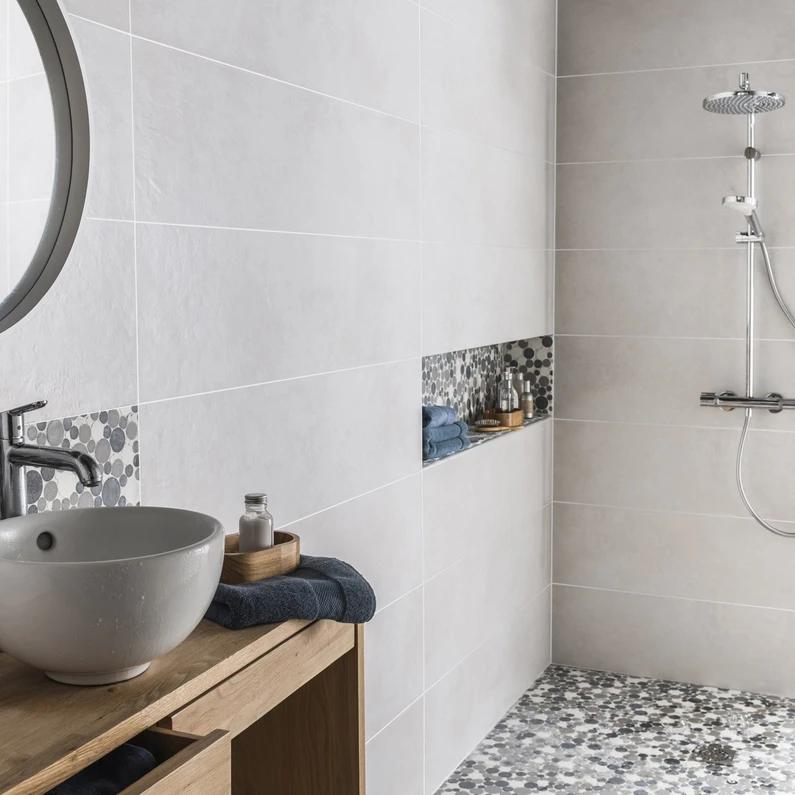 Mosaique Sol Et Mur Splash Gris Et Blanc En 2020 Douche
