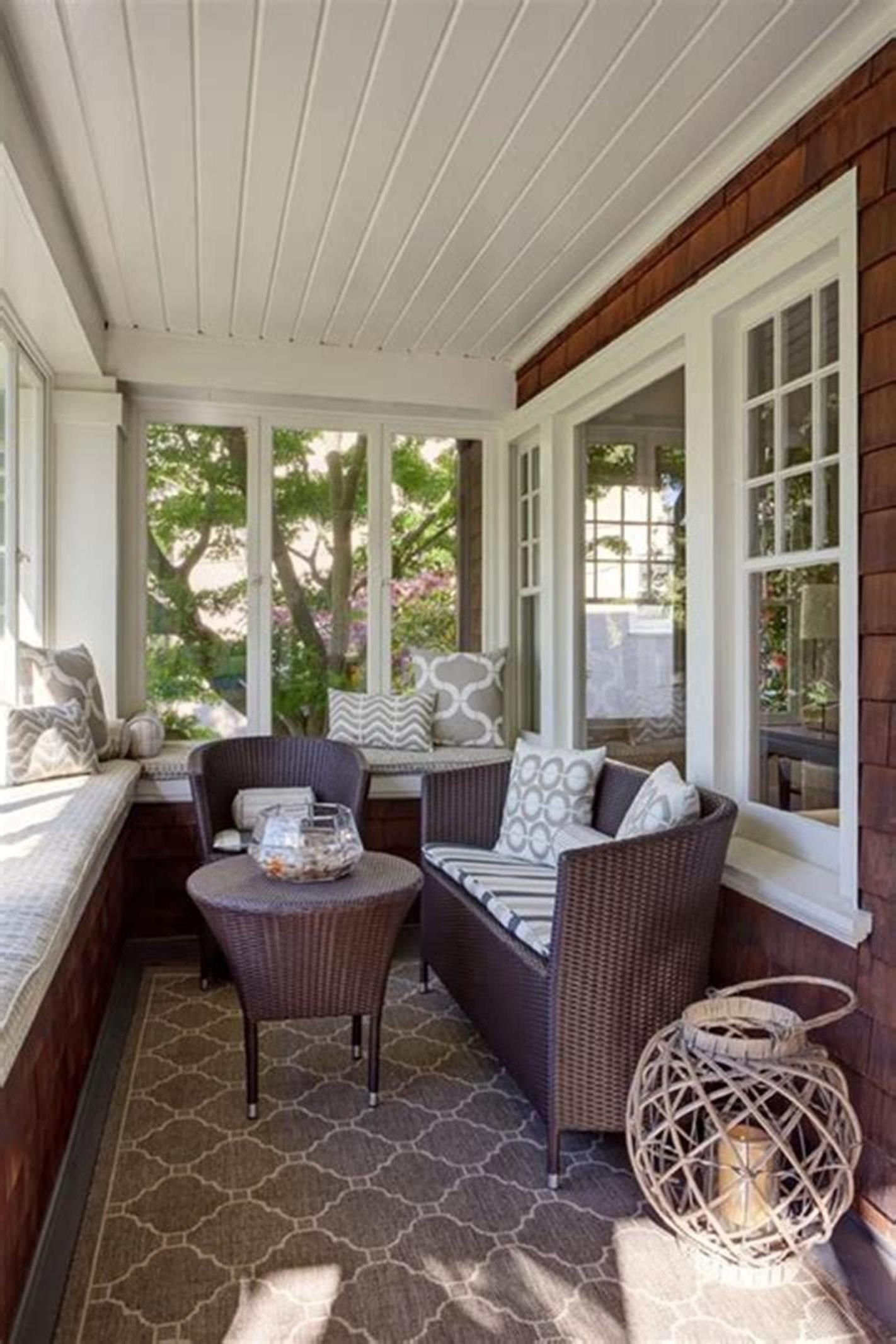 10 Stunning Sunroom Decor and Design Ideas | Small sunroom ...