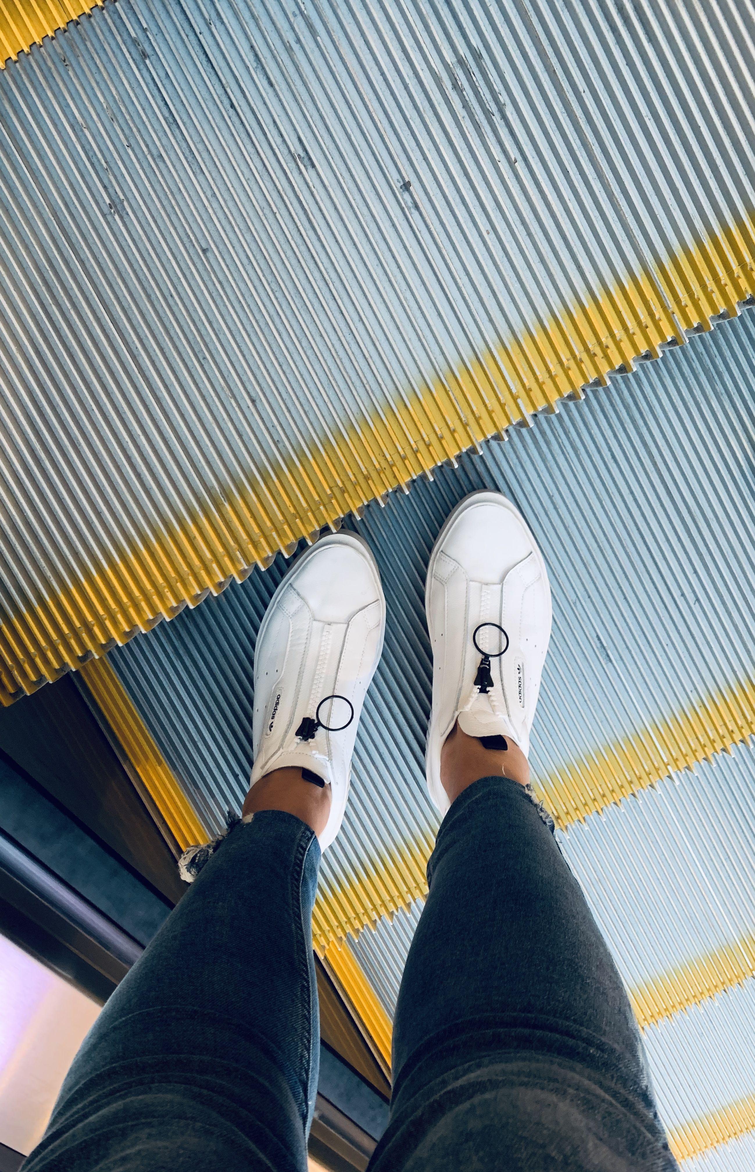 taburete pizarra interior  adidas Sleek Super Zip Shoes - White | adidas US | Shoes, Biker shorts  outfit, Adidas super