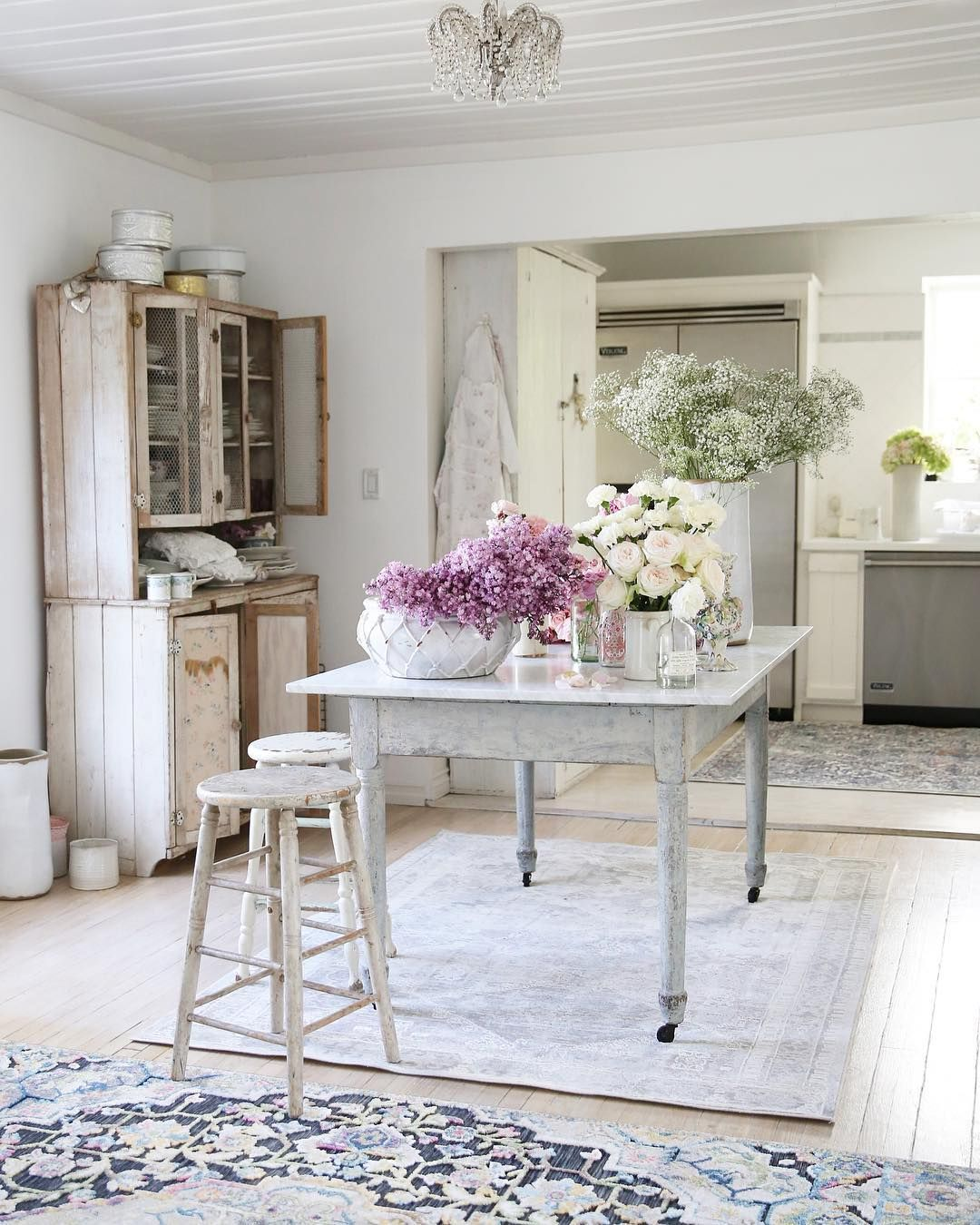 "Sala Da Pranzo Country Chic rachel ashwell on instagram: ""shabby chic rugs in my kitchen"