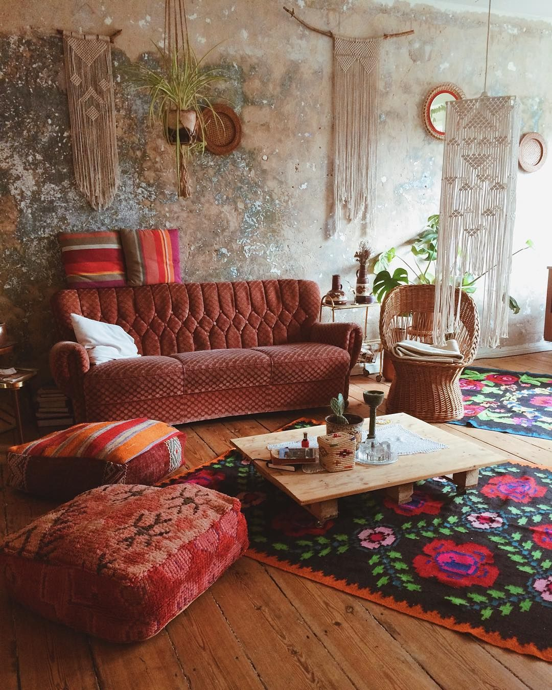 Boho Library Wall Living Room: Ratty Old Wall Lookin Real Nice Here.